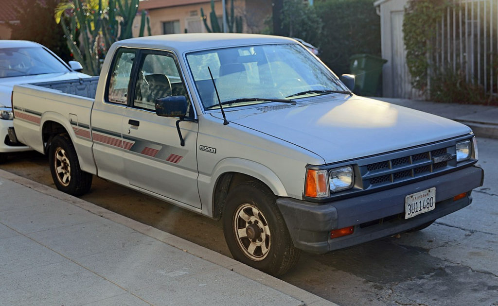 File 1989 Mazda B2200 Cab Plus 2WD Front Left jpg Wikimed